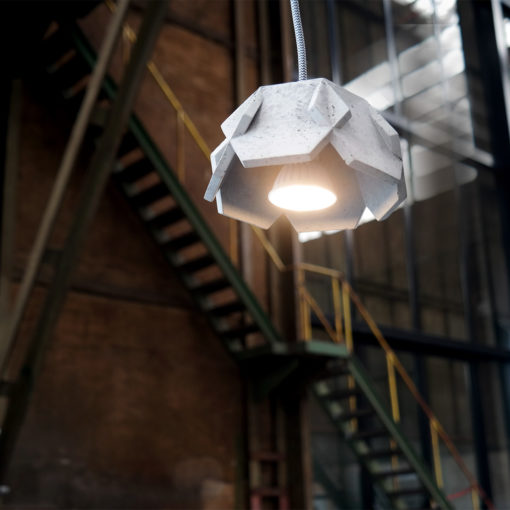JILL-beton-lamp-grijs-aan