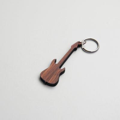 gitaar sleutelhanger hout donkerbruin